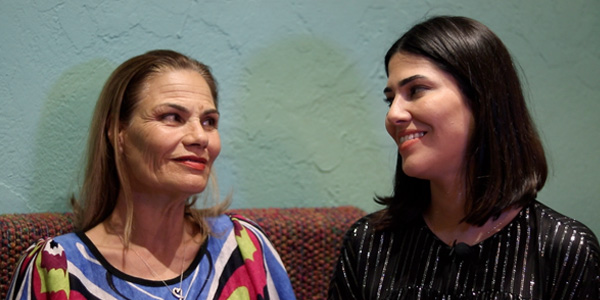 في أول ظهور اعلامي لها: لحظات من الحب والتأثر بين مرام بن عزيزة ووالدتها