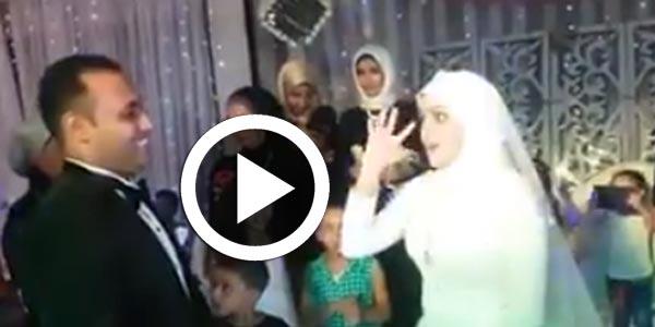 Vidéo du jour : Le jour de son mariage, elle chante en langage des signes pour son mari malentendant