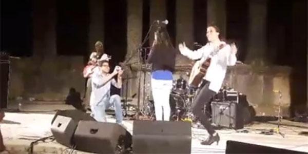 بالفيديو: طلب زواج مباشر في سهرة سعاد ماسي في اختتام مهرجان دقة