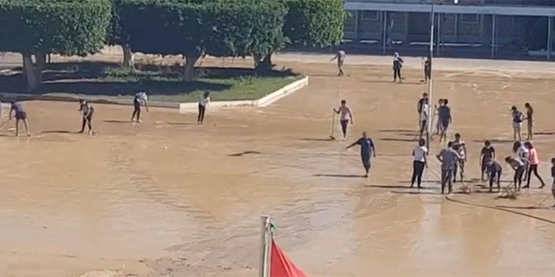 En vidéo : Les élèves du Lycée Mahmoud Messaadi entreprennent de nettoyer leur établissement