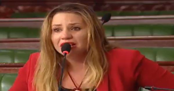 بالفيديو: نائبة من نداء تونس تغادر الجلسة العامّة باكية