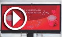 Nescafé affiche les messages d'amour sur les écrans numériques