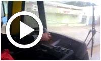 بالفيديو : في تونس سائق حافلة يستعمل خيط لكي يمسح البلور الأمامي