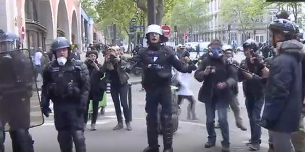 عاجل: مواجهات بين الشرطة ومحتجين على مرشحي الرئاسة الفرنسية في باريس