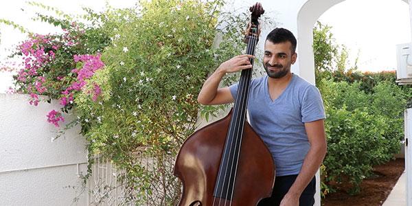 En video: Le jeune contrebassiste, Marouen Allam, dévoile ses futurs projets