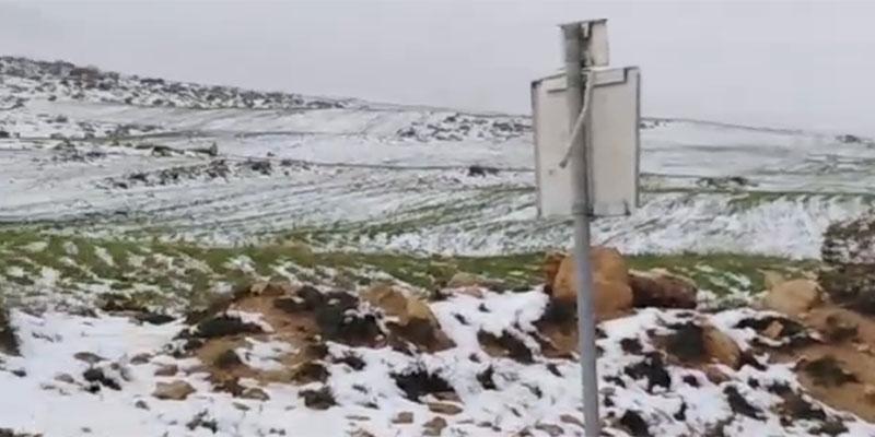 بالفيديو، مدينة تالة تكتسي حلة بيضاء في شهر مارس