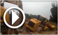 بالفيديو : جرّافة تابعة للحماية المدنية بجندوبة تغرق في الوحل أثناء محاولة فتح الطريق